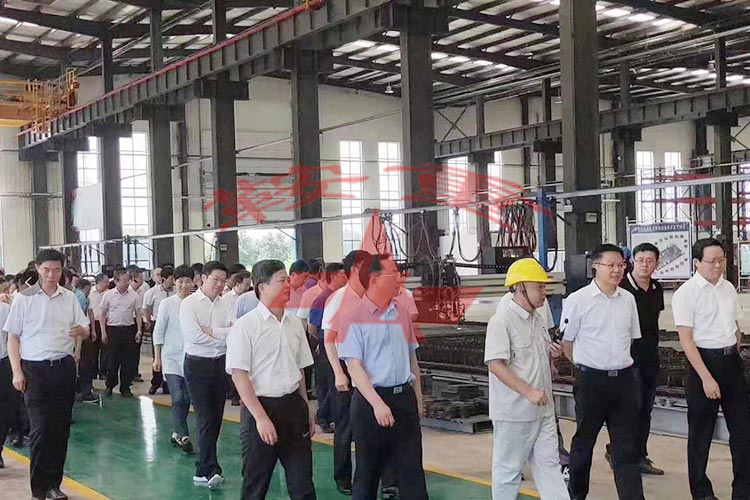 Jingmen municipal party committee secretary, mayor, Jingshan municipal party committee secretary, mayor and other relevant leaders of 150 people visited Hubei Anzhong Heavy Industry Co.,Ltd. to inspect and instruct work in the morning on July 10th, 2019.